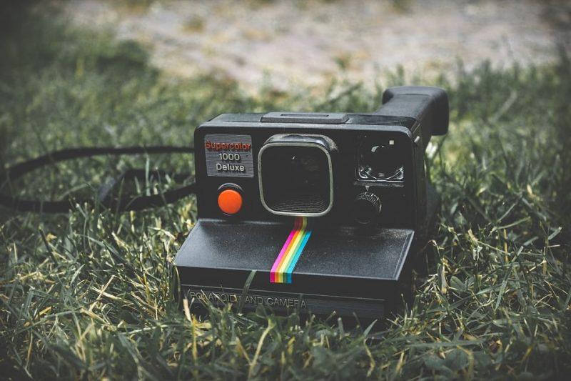 Sortez le polaroid pour une ambiance années 90 !